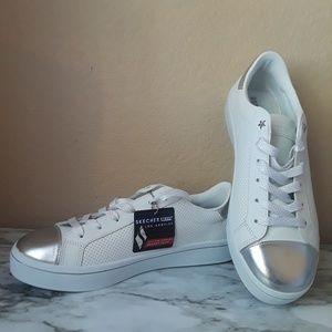 Sketchers | White Sneakers